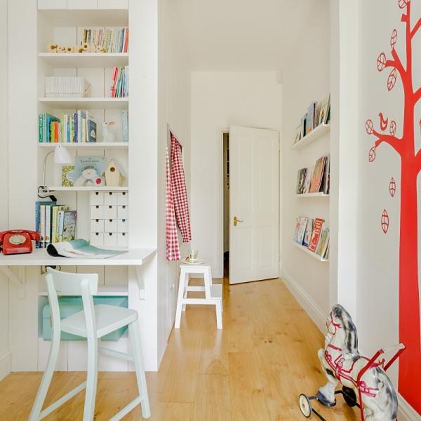 wąski pokój dziecka, czerwony pokój dziecka, jasny pokój dziecka